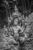 14 September 2014 - en av de skadade beståndsdelarna smyckar templet av Tr Arkivbilder