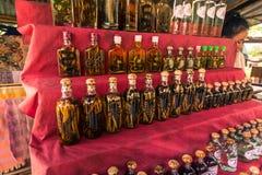 21 september, 2014: Flessen traditionele whisky in Verbod Xang Ha Royalty-vrije Stock Foto