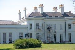 2. September 2018: Historisches Haus, das wieder hergestellt wird stockbild