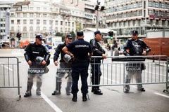 17. September 2017 - homosexuelles Pride Parade in Belgrad Serbien Polizeibeamten überall stockbild