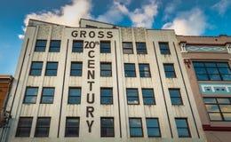 September 14, 2018 - Juneau, AK: Brutto- 20th århundradebyggnad på Front Street royaltyfri fotografi