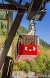 14. September 2018 - Juneau, AK: Touristen kommen vom Berg Roberts auf Straßenbahn zurück stockfotos