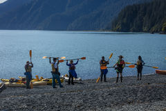 2. September 2016 - Kayakers, die lernen, in Seward Alaska Kayak zu fahren Stockbilder