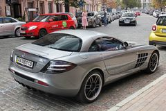 5 september, 2017 Kiev - de Oekraïne Stadscentrum hypercar tuning Mercedes-Benz SLR McLaren 722 Uitgave stock foto's