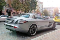 5 september, 2017 Kiev - de Oekraïne Stadscentrum hypercar tuning Mercedes-Benz SLR McLaren 722 Uitgave stock afbeelding