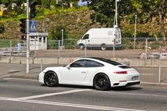 September 2017, Kiev - de Oekraïne; Wit Porsche in motie Porsche 911 stock afbeeldingen