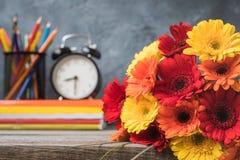 1. September Konzeptpostkarte, Lehrer ` Tag, zurück zu Schule oder College, Versorgungen, Wecker Lizenzfreie Stockbilder