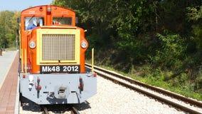 2017 September - Lichte spoorweg in Felcsut onder de EU-onderzoek Stock Afbeelding
