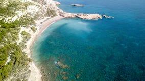 September 2017: Luchtmening van Fourni-Strand, Rodos-Egeïsch eiland, Griekenland Stock Afbeelding