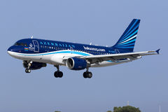 4 September 2015, Luqa, Malta: Landning A319 Royaltyfria Foton