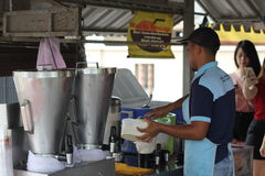 27 September 2016, Malacca, Maleisië De Schok van de Klebangkokosnoot was de heetste drank tegenwoordig in melaka en deze opslag  Stock Afbeelding