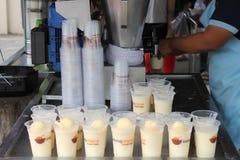 27 September 2016, Malacca, Maleisië De Schok van de Klebangkokosnoot was de heetste drank tegenwoordig in melaka en deze opslag  Royalty-vrije Stock Foto's