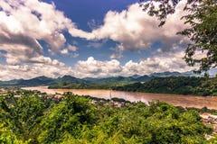 20 september, 2014: Mekong rivier in Luang Prabang, Laos Royalty-vrije Stock Afbeelding