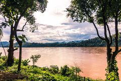 20 september, 2014: Mekong rivier in Luang Prabang, Laos Stock Foto's