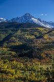 September 25, 2016 - montering Sneffels, dubbel RL-ranch nära Ridgway, Colorado USA med det Sneffels området i Sanen Juan Mountai Arkivbilder