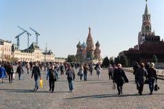 September 2917, Moskva, Ryssland Röd fyrkant med ett vilafolk Royaltyfri Foto