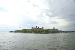13. September 2017 New- Yorkhafen, New York Ein Panoramablick oberer New York Bucht Ellis Island As Seen Froms Lizenzfreies Stockbild