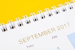 September op witte kalenderpagina Stock Afbeeldingen