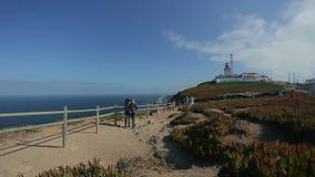September 2015 Portugal trevlig sikt av en fyr med havet i Portugal, atlantisk gräns av det Europa havet Arkivbilder