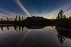 2. September 2016 - Reflexionen auf Rainbow See, der aleutische Gebirgszug - nahe Willow Alaska Lizenzfreie Stockbilder