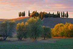 September-Sonnenuntergang in der Nähe von der Stadt von ` Orcia Sans Quirico d Toskana, Italien Stockbild