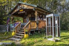 September 3, 2016 - Sourdough Dru's Alaskan cabin with telephone booth, Hope, Alaska - Americana and kitch Royalty Free Stock Photos