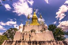 September 20, 2014: Stupa upptill av den Phousi monteringen i Luang Prabang, Laos Royaltyfria Foton