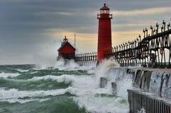 September-Sturm-großartiger Hafen-Leuchtturm Stockfoto