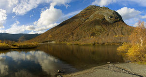 September-Tag in den Bergen Stockfoto