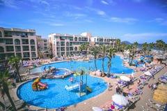 September 6th, 2015, Alcudia, Mallorca, Spanien - Alcudia klämmer fast hotellet Fotografering för Bildbyråer