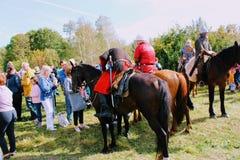 16 september, 2017, Tula, Rusland - het Internationale Militaire en Historische Festival` Kulikovo Gebied `: kijkers en deelnemer Stock Afbeeldingen