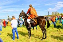 16 september, 2017, Tula, Rusland - het Internationale Militaire en Historische Festival` Kulikovo Gebied `: kijkers en deelnemer Stock Fotografie