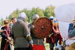 16 september, 2017, Tula, Rusland - het Internationale Militaire en Historische Festival` Kulikovo Gebied `: kijkers en deelnemer Stock Foto's