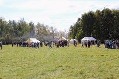 16 september, 2017, Tula, Rusland - het Internationale Militaire en Historische Festival` Kulikovo Gebied `: kijkers en deelnemer Royalty-vrije Stock Fotografie
