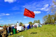 16 september, 2017, Tula, Rusland - het Internationale Militaire en Historische Festival` Kulikovo Gebied `: vlag van de USSR Stock Afbeelding