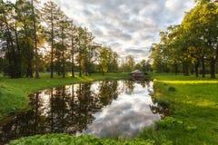 September varm afton med reflexioner, Pushkin Royaltyfri Fotografi