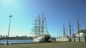September, 2018 - Vladivostok - Ingezetenen en gasten van de stad wandelt door het 'Overzeese Dorp ', geopend als deel van het 'V stock footage