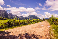 23 september, 2014: Weg aan de Blauwe Lagune in Vang Vieng, Laos Stock Foto
