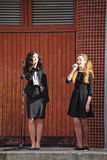 1. September Wissens-Tag in der russischen Schule Tag des Wissens Erster Tag der Schule Stockfotos