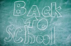 September-Zeit zurück zu zum Studieren und zum Erhalten von Bildung Zurück zu Schule ist es nie spät zu studieren Tafel mit Lizenzfreie Stockfotos