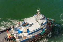 14 septembre 2018 - Juneau, AK : La Manche de Gastineau de bateau de traction subite de Le Cheval Rouge photographie stock libre de droits