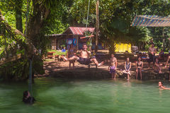 23 septembre 2014 : Lagune bleue dans Vang Vieng, Laos Photos stock