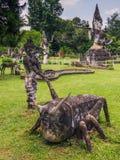 26 septembre 2014 : Les statues en pierre bouddhistes en Bouddha se garent, le Laos Photos stock