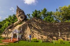 26 septembre 2014 : Les statues en pierre bouddhistes en Bouddha se garent, le Laos Photo stock