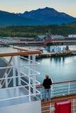 15 septembre 2018 - Skagway, AK : Port de négligence de passager de bateau de croisière d'accoupler le bateau au lever de soleil photo stock