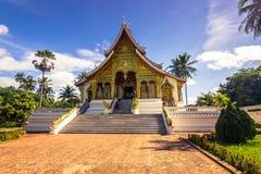 20 septembre 2014 : Temple de coup de Pha de baie d'aubépine dans Luang Prabang, Laos Photos stock