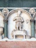 Septiembre, detalle del bajo-alivio que representa el trabajo de los meses del año, catedral en Lucca, Italia Imagenes de archivo