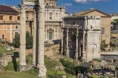 Septimius Severus Arch i romerskt forum, Rome, Italien royaltyfri bild