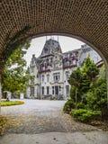 SEPTON-DURBUY, BELGIO - 26 SETTEMBRE 2014: Castello di Somme minuta come visto dalla vecchia entrata fotografia stock