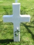 Sepulcro de Francia Normandía de la cruz del soldado de la guerra WW2 imagenes de archivo